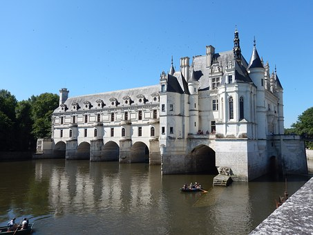 Visitors trickle back to Chenonceau as France lifts coronavirus restrictions